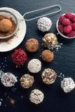 Boules faites maison de bonbons au chocolat Photos stock