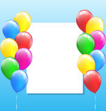 Boules gonflables multicolores d'air avec le cadre sur le ciel Image stock
