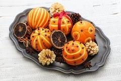 Boules oranges de sachet aromatique de clou de girofle photo stock