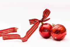 Boules rouges de Noël d'isolement sur un fond blanc Photographie stock