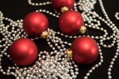 boules rouges de Noël de nouvelle année de décorations de Noël-arbre Photographie stock