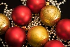 boules rouges de Noël de nouvelle année de décorations de Noël-arbre Photographie stock libre de droits