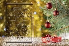 Boules rouges de Noël sur le fond brouillé Carte de Noël Falli images libres de droits