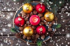 Boules rouges et d'or de Noël de plat Photographie stock