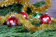 Boules rouges et vertes de Noël Photo stock