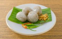 Boules thaïlandaises de tapioca remplies du porc haché photographie stock libre de droits