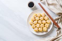 Boulette cuite à la vapeur par Chinois de crevette photo stock