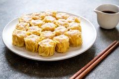 Boulette cuite à la vapeur par Chinois de crevette photographie stock