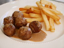 Boulette de viande et pommes chips Photographie stock