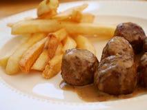 Boulette de viande et pommes chips photo libre de droits