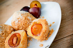 Boulettes avec des prunes Image stock