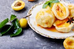 Boulettes avec l'abricot et le sirop épicé Images libres de droits