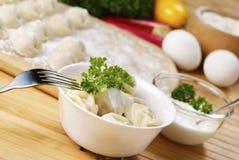 Boulettes bouillies fraîches de viande Photo stock