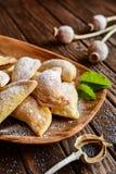 Boulettes cuites au four par bonbon bourrées des clous de girofle Photographie stock libre de droits