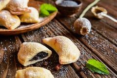 Boulettes cuites au four par bonbon bourrées des clous de girofle Photographie stock