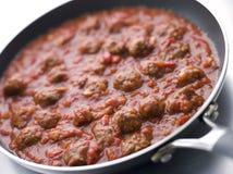 Boulettes de viande à une sauce tomate Photographie stock