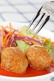 Boulettes de viande avec de la salade Photo libre de droits