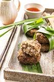 Boulettes de viande avec de la sauce chili photos stock