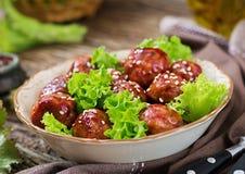 Boulettes de viande avec du boeuf en sauce aigre-doux photo stock