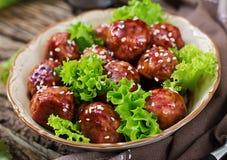 Boulettes de viande avec du boeuf en sauce aigre-doux photographie stock