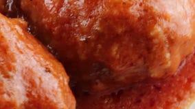 Boulettes de viande avec de la sauce clips vidéos