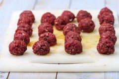 Boulettes de viande crues Images stock