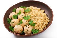 Boulettes de viande cuites au four de filet de poulet avec garni avec le quinoa Images libres de droits