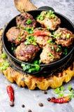 Boulettes de viande délicieuses dans la poêle Photos stock