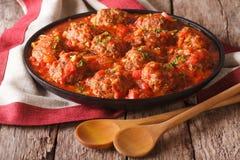 Boulettes de viande d'Albondigas avec la sauce tomate sur un plan rapproché de plat Hori Images stock