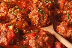 Boulettes de viande d'Albondigas dans le macro de sauce horizontal Photos stock