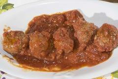Boulettes de viande en sauce tomate images libres de droits