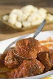 Boulettes de viande en sauce tomate photos stock