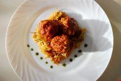 Boulettes de viande en sauce tomate douce et aigre Photographie stock