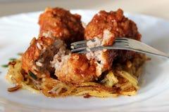 Boulettes de viande en sauce tomate douce et aigre Photo stock