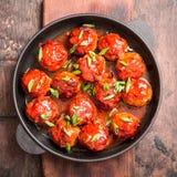 Boulettes de viande en sauce tomate douce et aigre Boeuf rôti fait maison images libres de droits