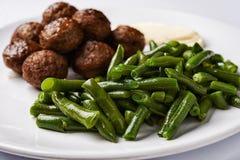 Boulettes de viande et haricots verts Image libre de droits