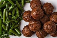 Boulettes de viande et haricots verts Photos stock