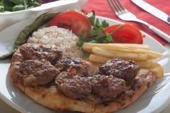 Boulettes de viande grillées par turc traditionnel Images libres de droits