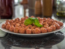 Boulettes de viande italiennes faites maison avant de faire frire - 3 Images libres de droits