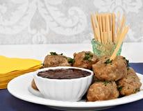 Boulettes de viande suédoises et sauce comme apéritif. Images stock