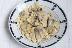 Boulettes douces cuites à la vapeur, nourriture faite maison de ravioli italiens photos stock