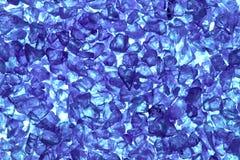 Boulettes en verre bleues réutilisées Photographie stock libre de droits