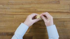 Boulettes faites main en gros plan de vue supérieure scène Belle boulette mince de chef sur la table en bois Concept de tradition images libres de droits