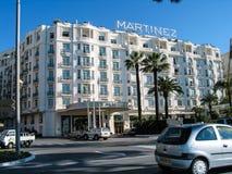 Boulevard的de La Croisette旅馆马丁内斯在戛纳 免版税库存图片