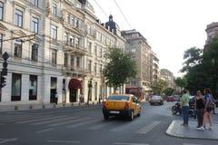 Boulevard avec de beaux bâtiments de style ancien à Bucarest Photo libre de droits