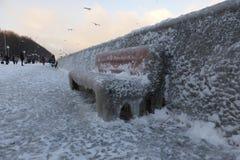 Boulevard coperto in ghiaccio, Gdynia, Polonia fotografie stock libere da diritti