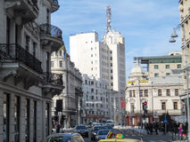 Boulevard de Calea Victoriei à Bucarest centrale, Roumanie Image stock