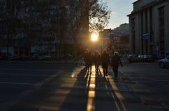 Boulevard di Bucarest Magheru al tramonto immagini stock libere da diritti