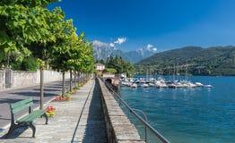 Boulevard e porticciolo di Tremezzo, lago Como, Italia, Europa Immagini Stock