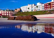 Boulevard en strand in Cadiz Stock Foto